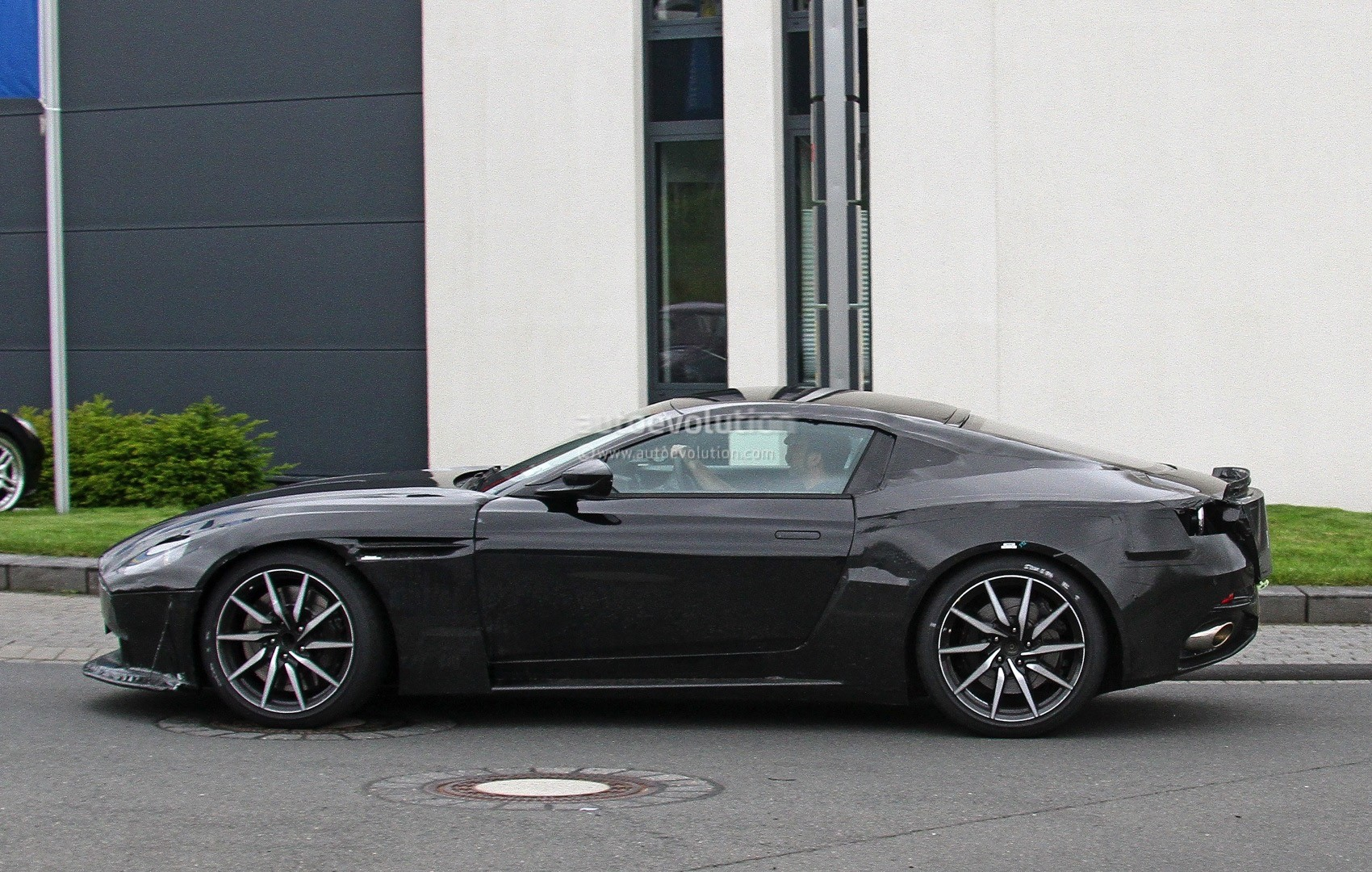 2018 aston martin v8 vantage design to be a cross between db10 and vulcan autoevolution. Black Bedroom Furniture Sets. Home Design Ideas