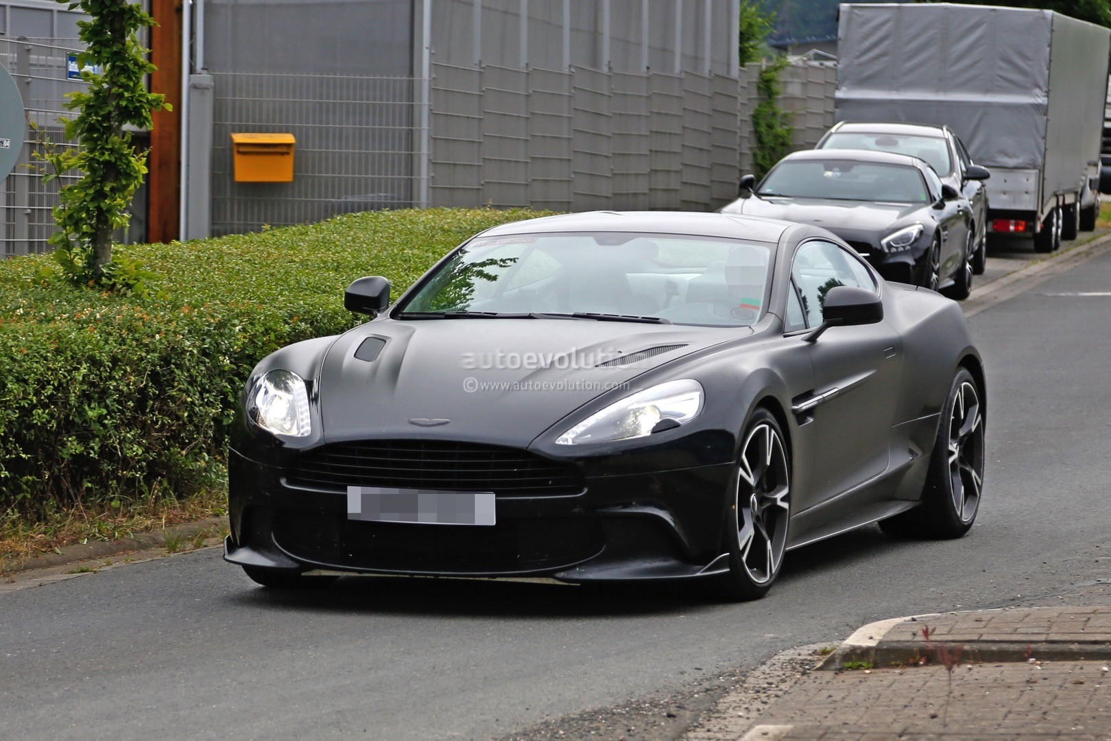 2018 aston martin vanquish s spied for the first time autoevolution. Black Bedroom Furniture Sets. Home Design Ideas