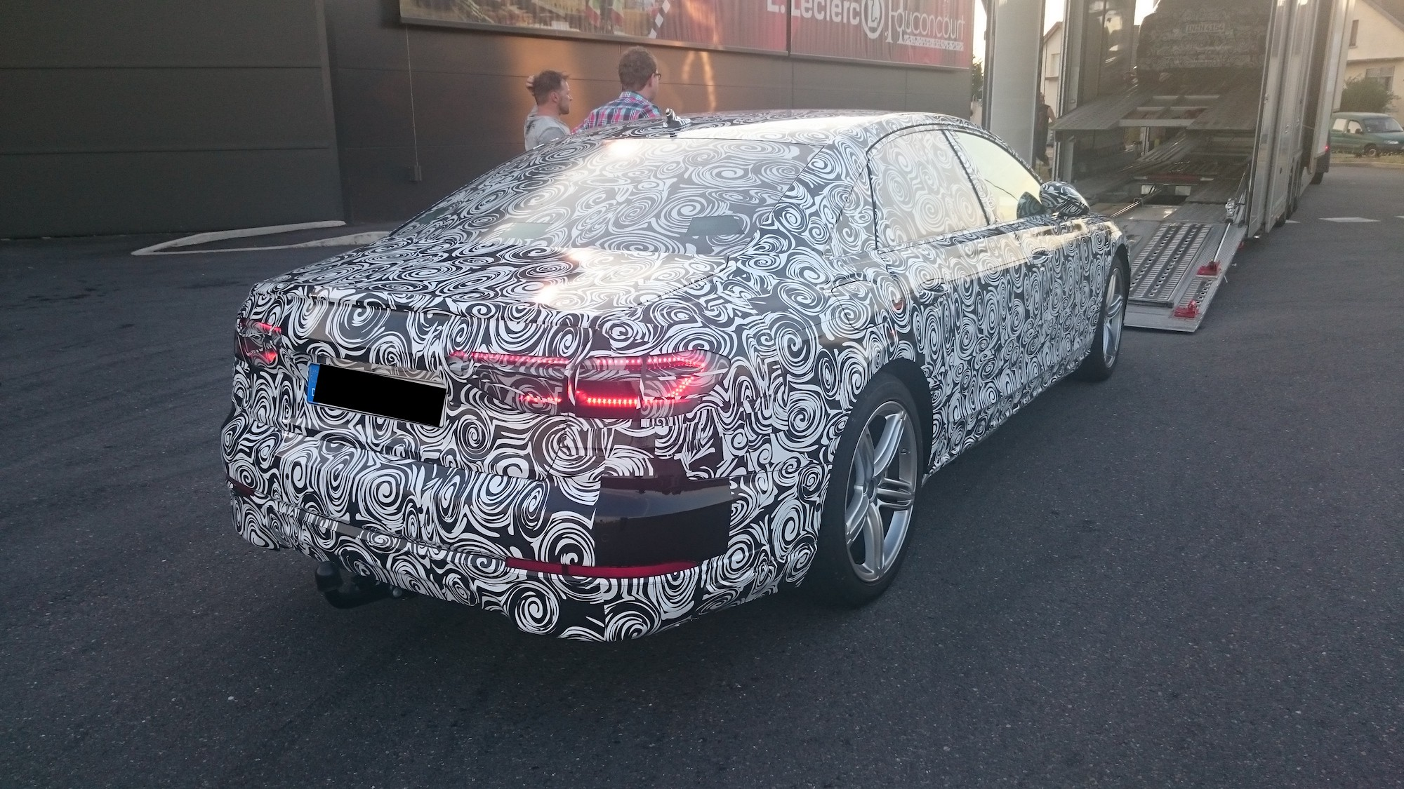 2018 Audi A8 Spied in Detail, Shows New Grille and Headlights ...