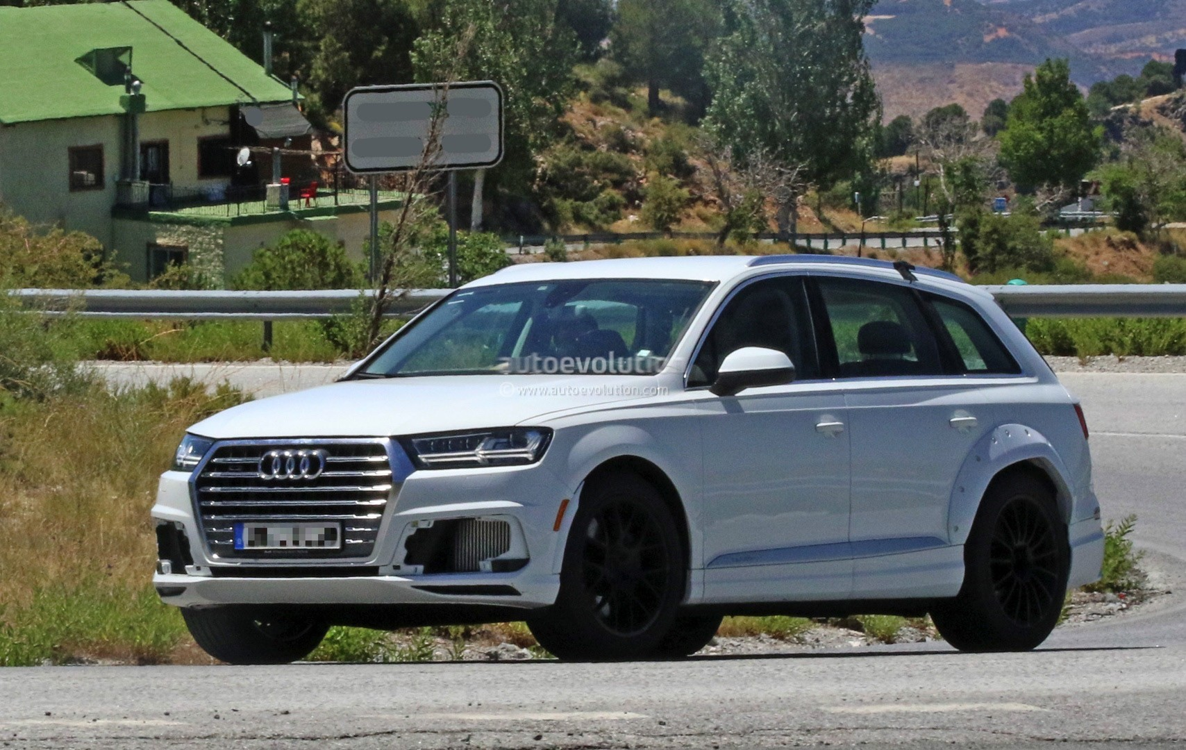 2018 Audi Q8 Test Mule Spied Wearing Q7 Bodyshell Autoevolution