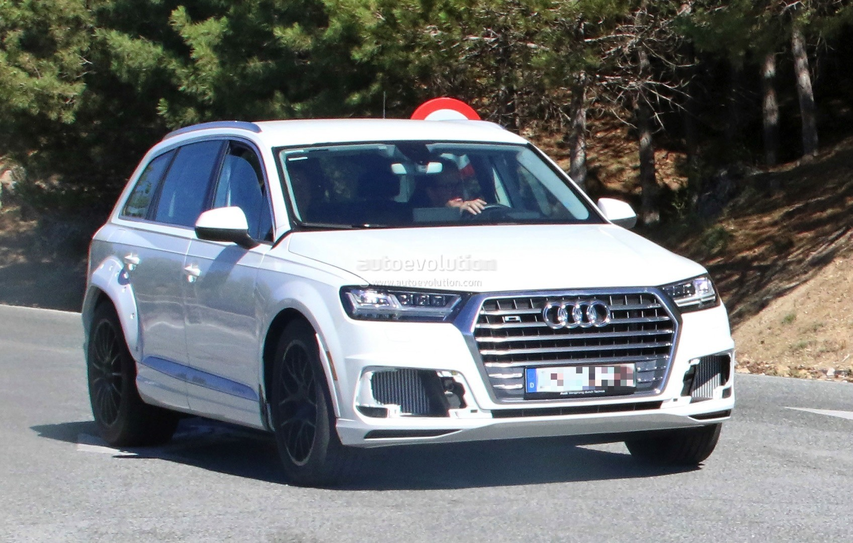 2018 audi q8 test mule spied wearing q7 bodyshell. Black Bedroom Furniture Sets. Home Design Ideas