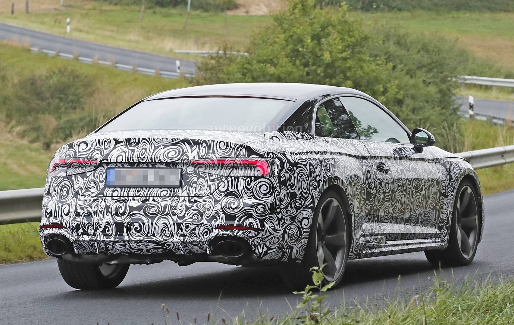 2016 - [Audi] A5 Coupé, Cabriolet et Sportback - Page 13 2018-audi-rs5-coupe-spied-with-production-body-for-the-first-time_10