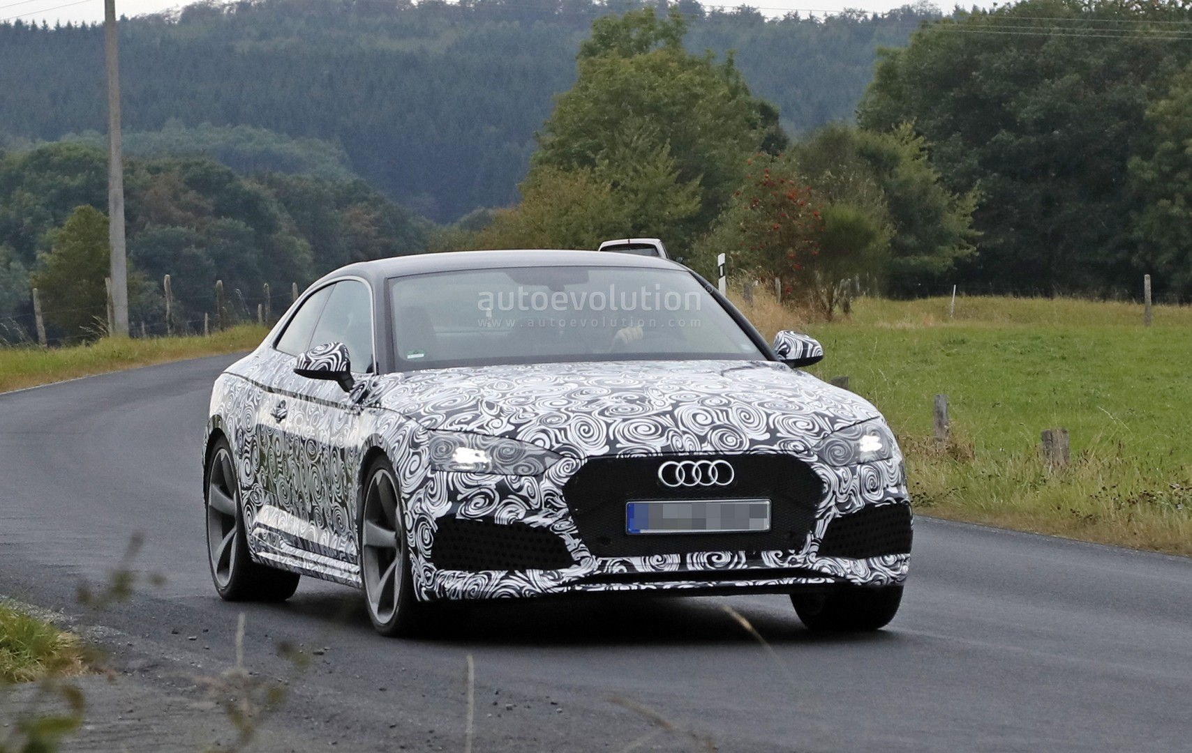 2016 - [Audi] A5 Coupé, Cabriolet et Sportback - Page 13 2018-audi-rs5-coupe-spied-with-production-body-for-the-first-time_2