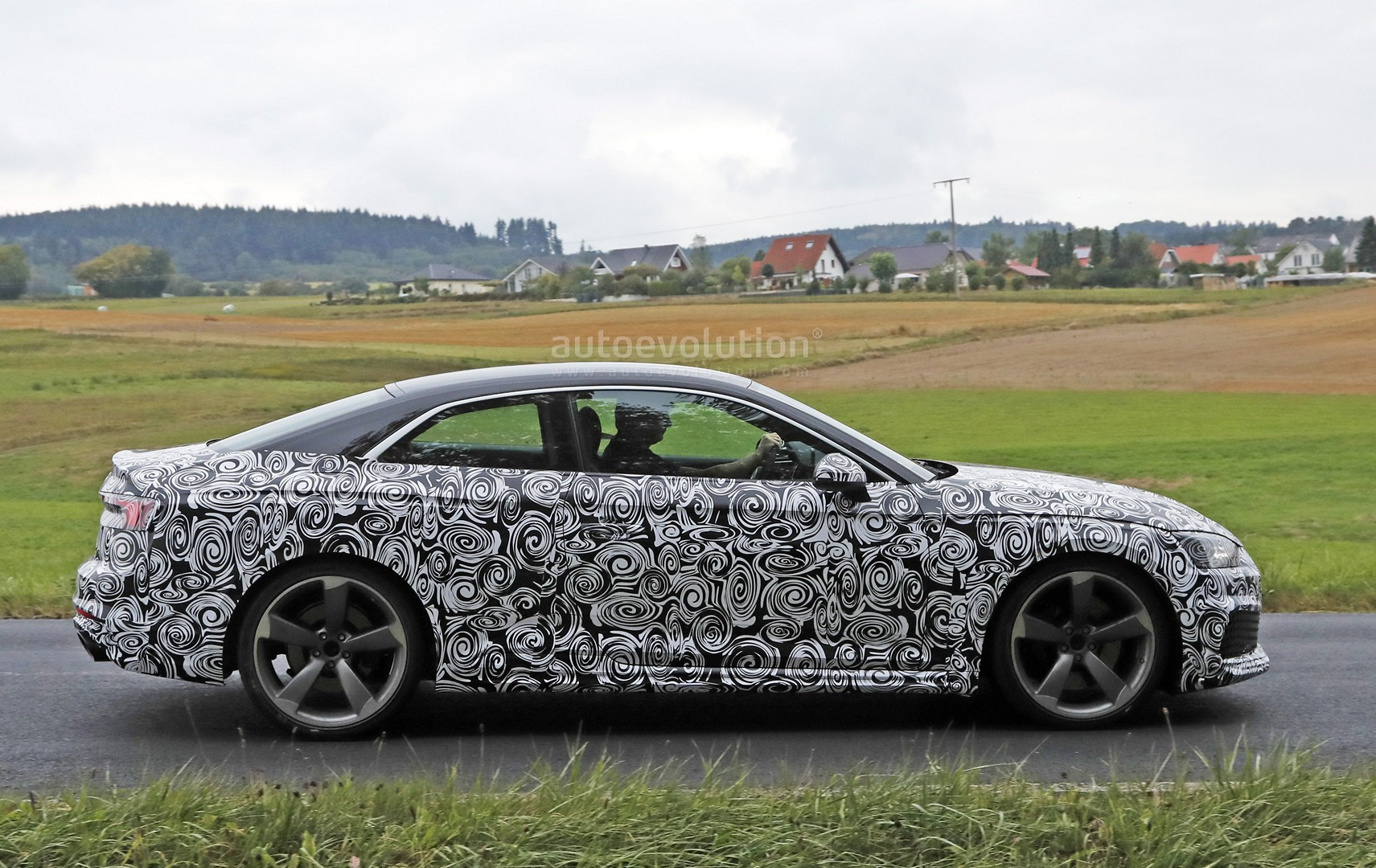 2016 - [Audi] A5 Coupé, Cabriolet et Sportback - Page 13 2018-audi-rs5-coupe-spied-with-production-body-for-the-first-time_6