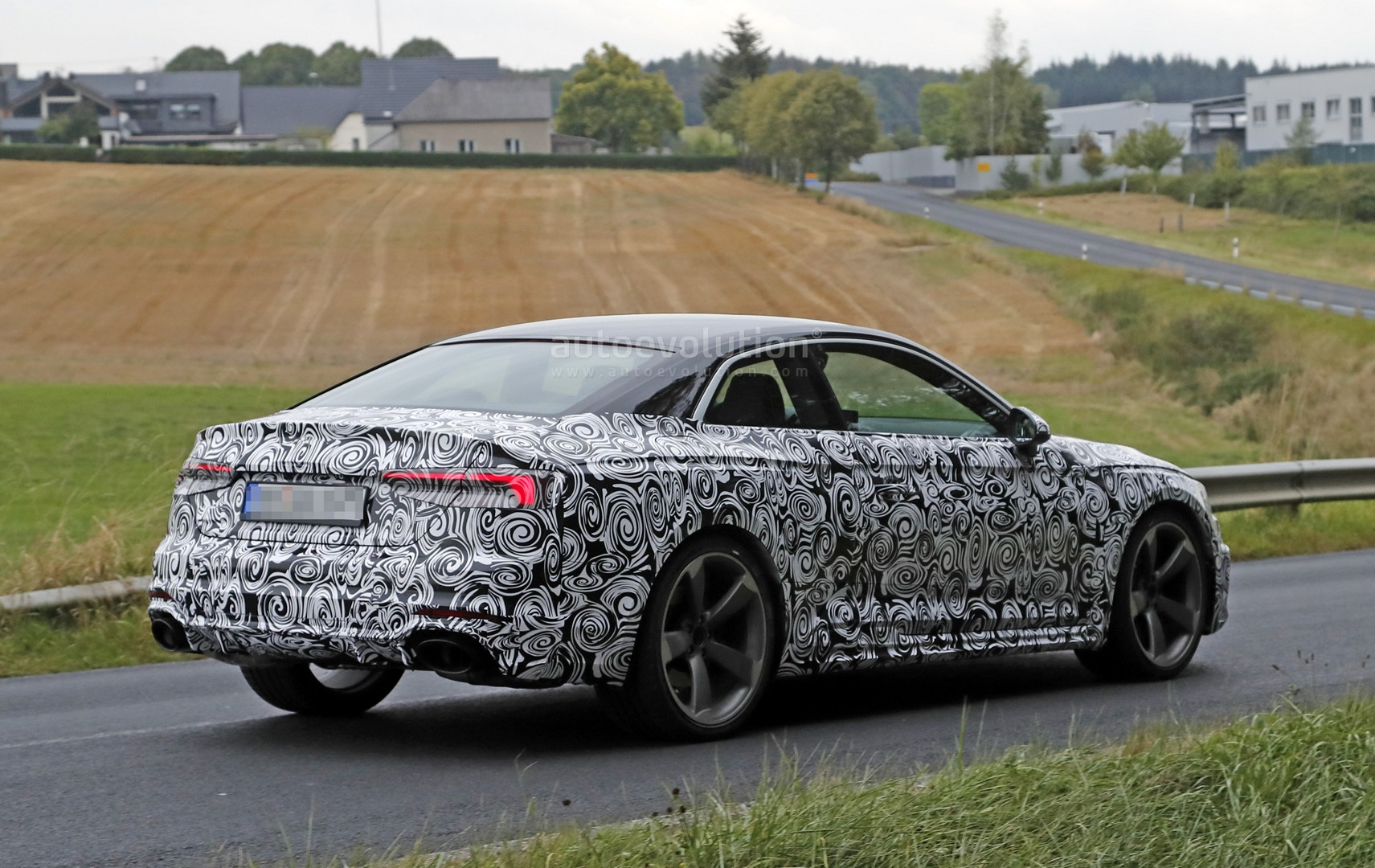 2016 - [Audi] A5 Coupé, Cabriolet et Sportback - Page 13 2018-audi-rs5-coupe-spied-with-production-body-for-the-first-time_8