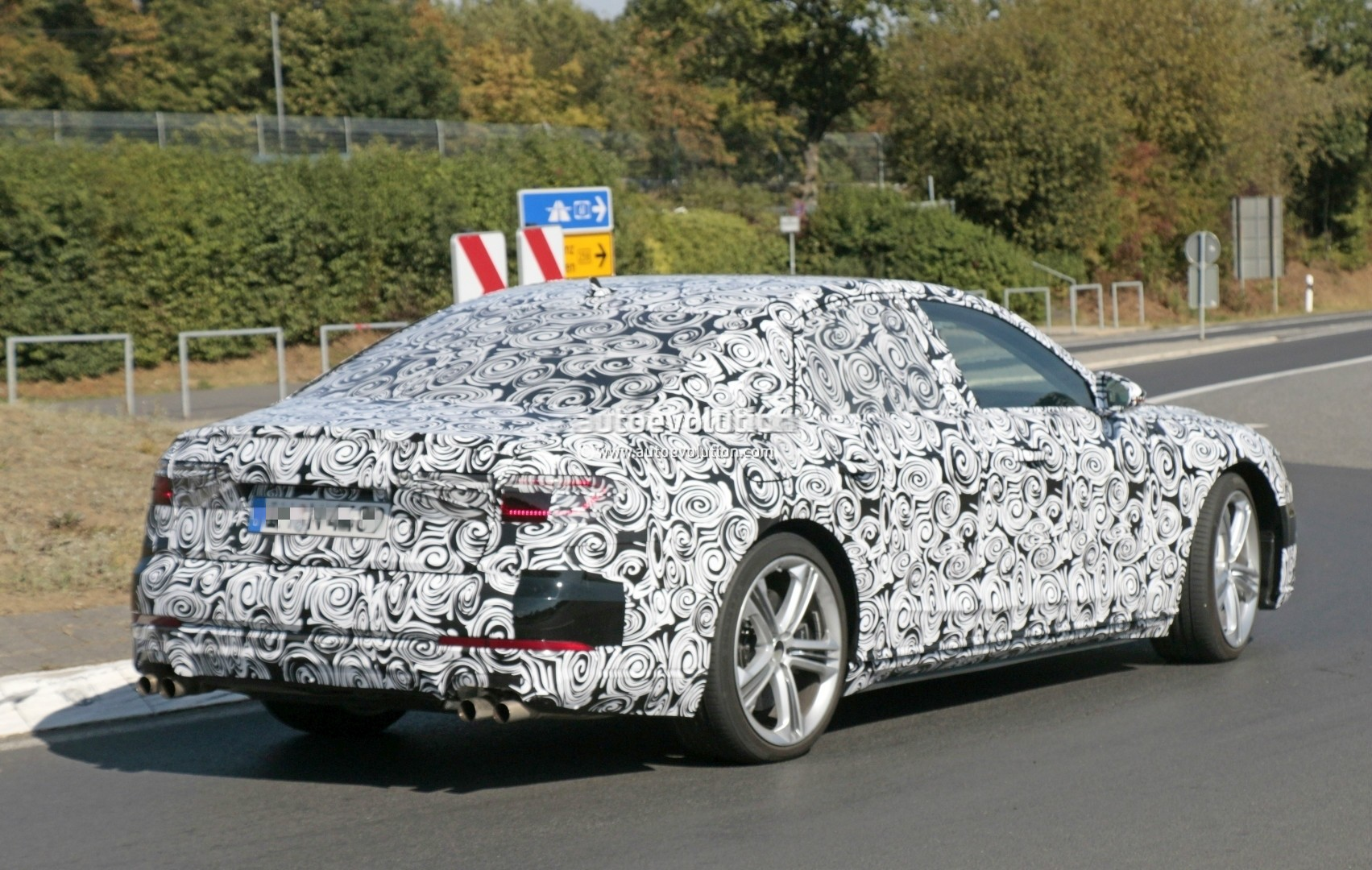 2017 - [Audi] A8 [D5] - Page 4 2018-audi-s8-pre-production-prototype-displays-massive-firepower-at-nurburgring_8