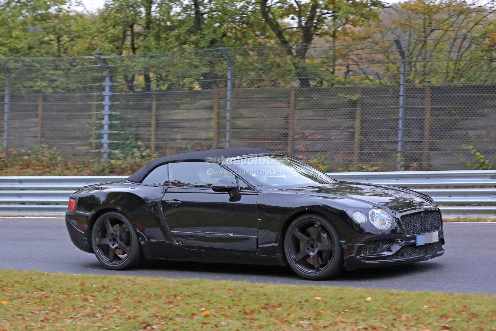 2017 - [Bentley] Continental GT - Page 2 2018-bentley-continental-gt-convertible-shows-wide-stance-on-nurburgring_12
