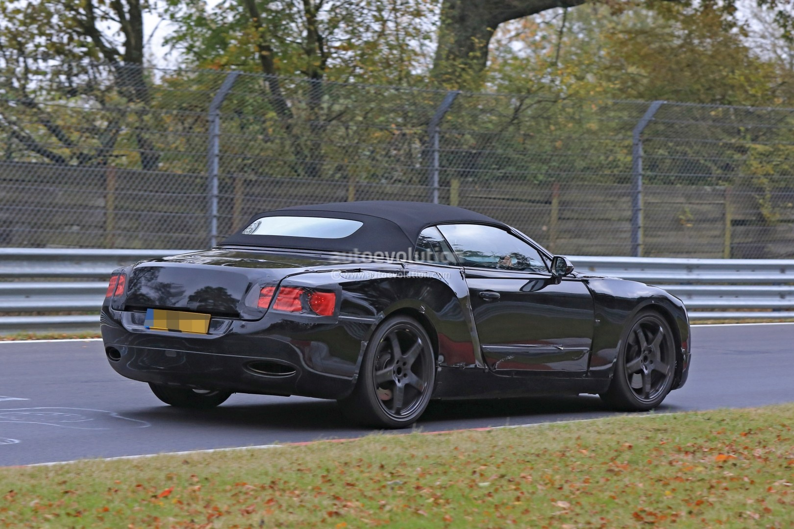 2017 - [Bentley] Continental GT - Page 2 2018-bentley-continental-gt-convertible-shows-wide-stance-on-nurburgring_14