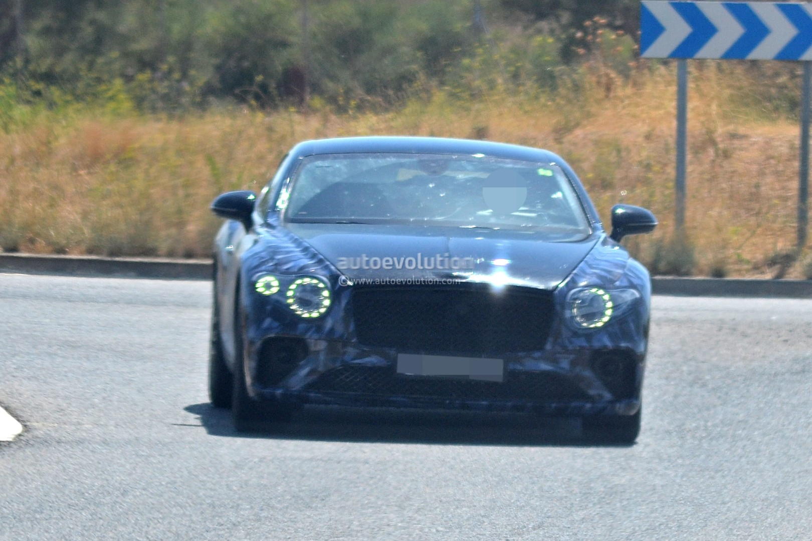 2017 - [Bentley] Continental GT - Page 3 2018-bentley-continental-gt-prototype-reveals-production-intakes-larger-grille_1