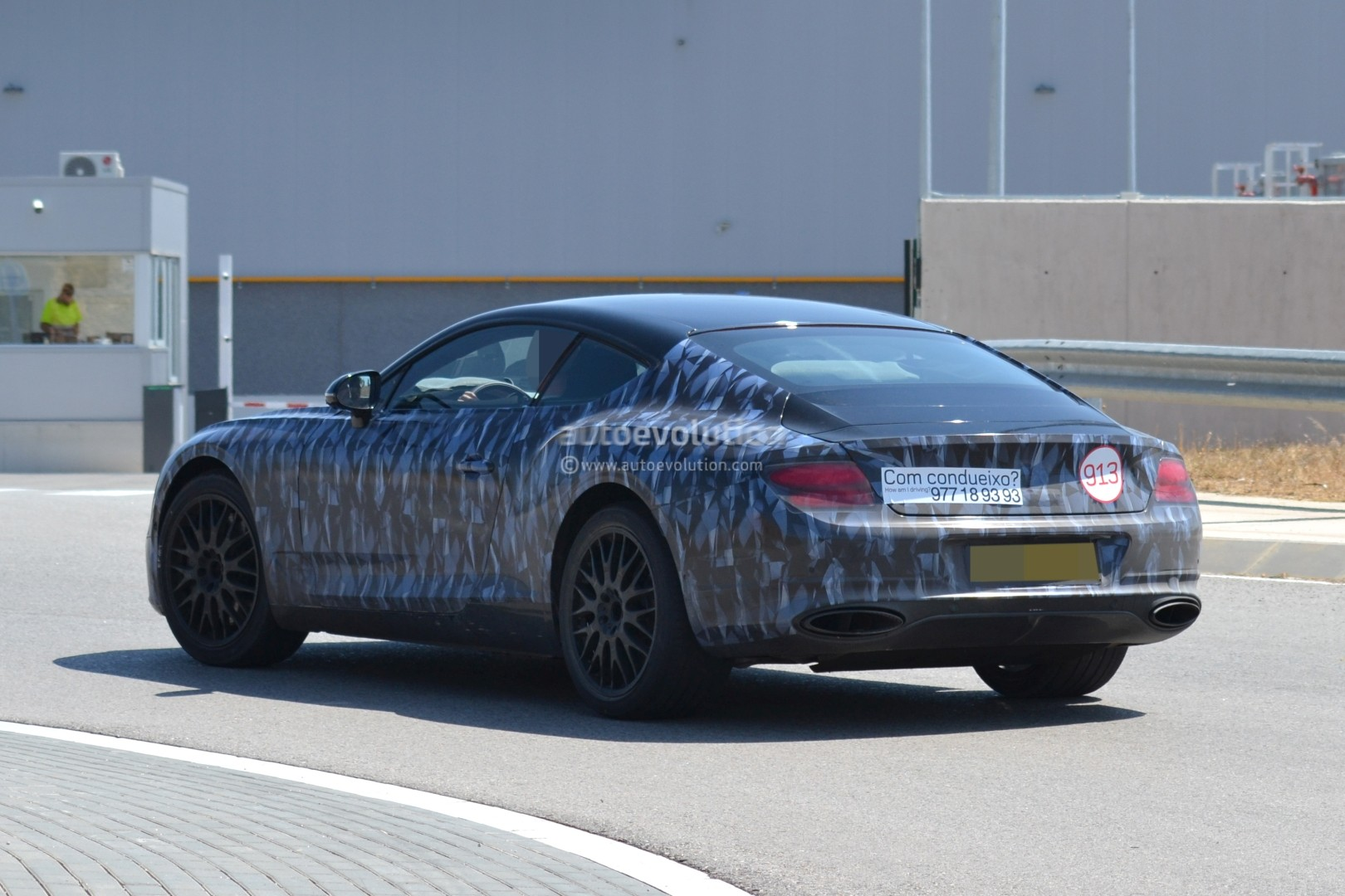 2017 - [Bentley] Continental GT - Page 3 2018-bentley-continental-gt-prototype-reveals-production-intakes-larger-grille_4