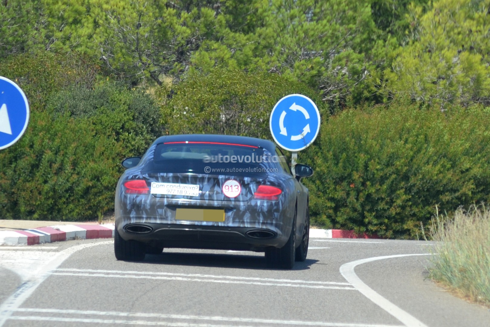 2017 - [Bentley] Continental GT - Page 3 2018-bentley-continental-gt-prototype-reveals-production-intakes-larger-grille_6