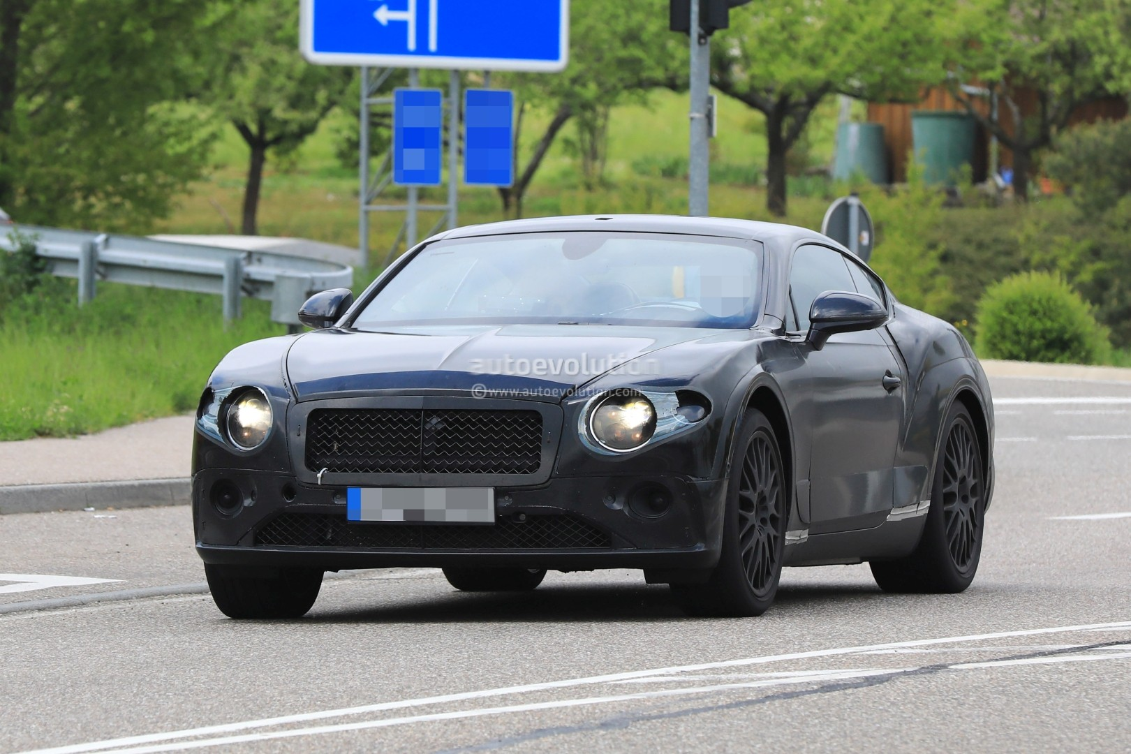 2018 bentley continental gt shows new features in first interior spyshots autoevolution. Black Bedroom Furniture Sets. Home Design Ideas