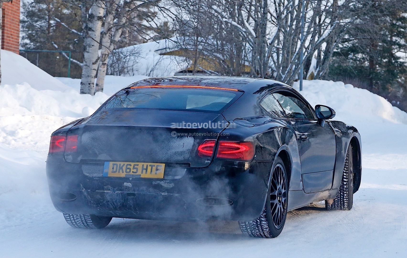 2018-bentley-continental-gt-spied-again-looks-fabulous_10