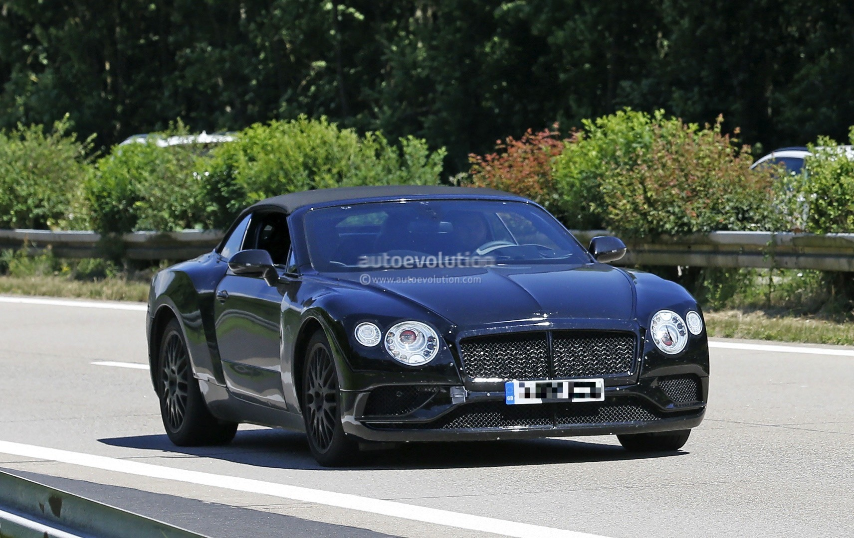 2018 bentley continental gtc says cheese to the camera autoevolution. Black Bedroom Furniture Sets. Home Design Ideas