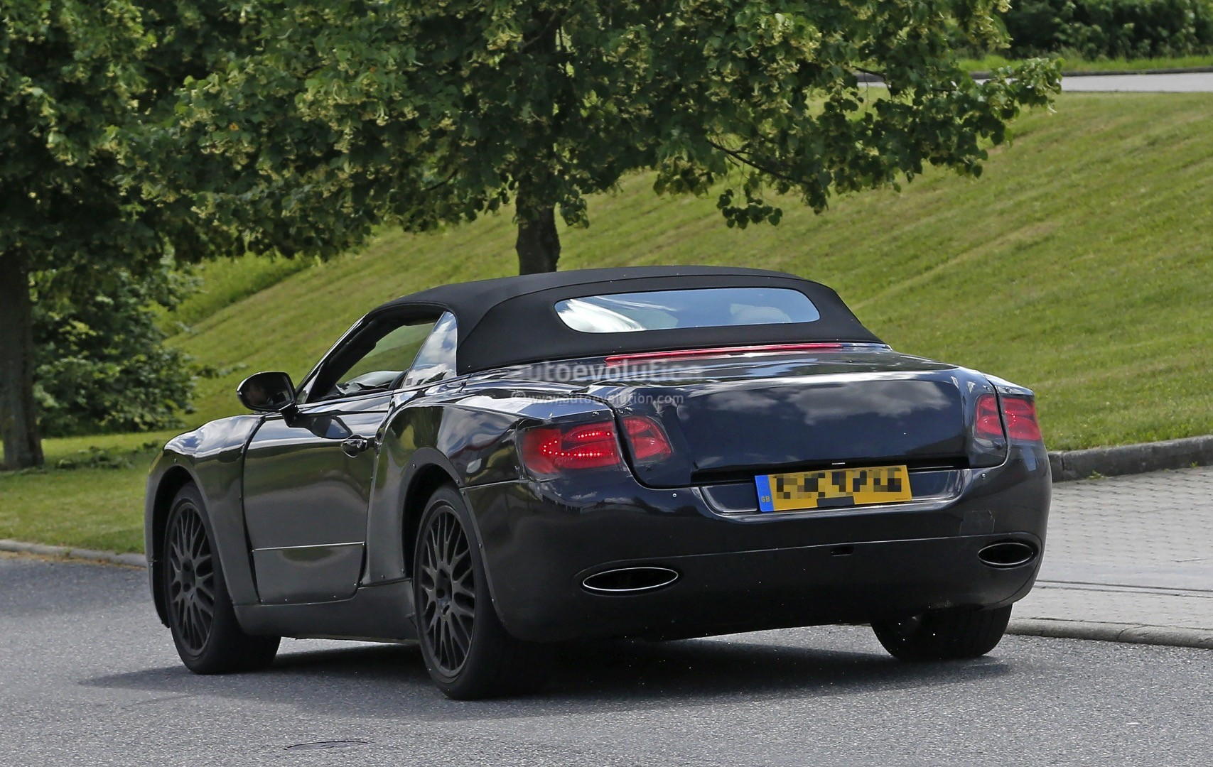 2018 bentley continental gtc says cheese to the camera. Black Bedroom Furniture Sets. Home Design Ideas
