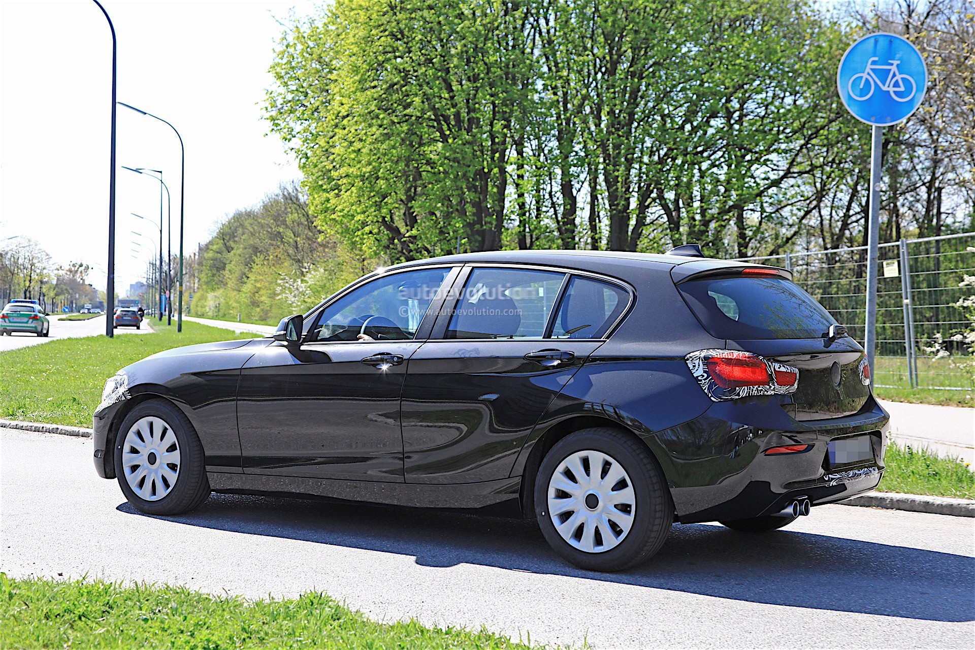 2018 bmw 1 series facelift spied with less camouflage in germany autoevolution. Black Bedroom Furniture Sets. Home Design Ideas