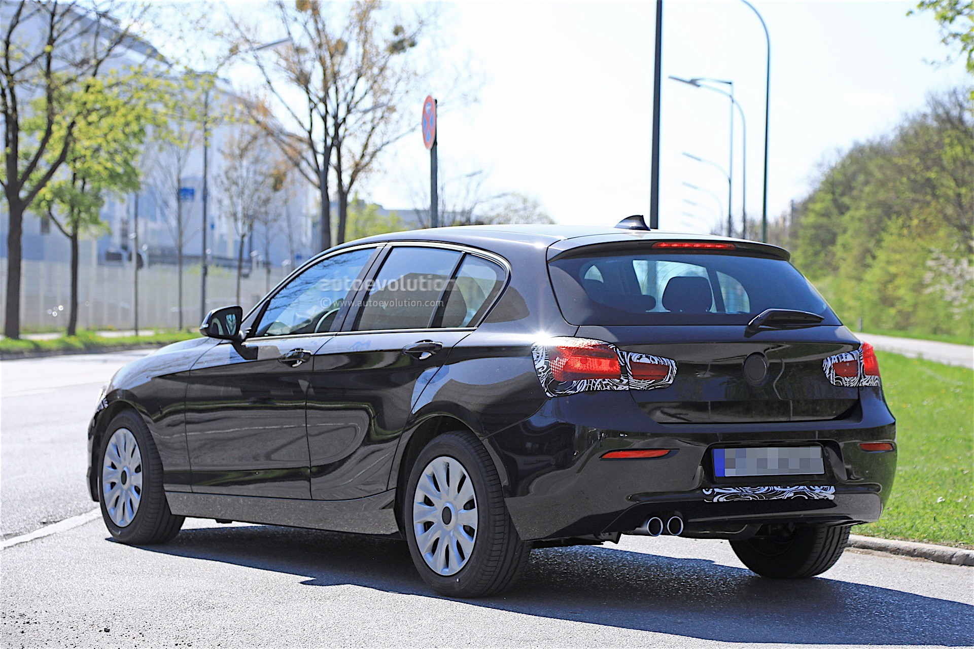 2018 BMW 1 Series Facelift Spied With Less Camouflage in ...