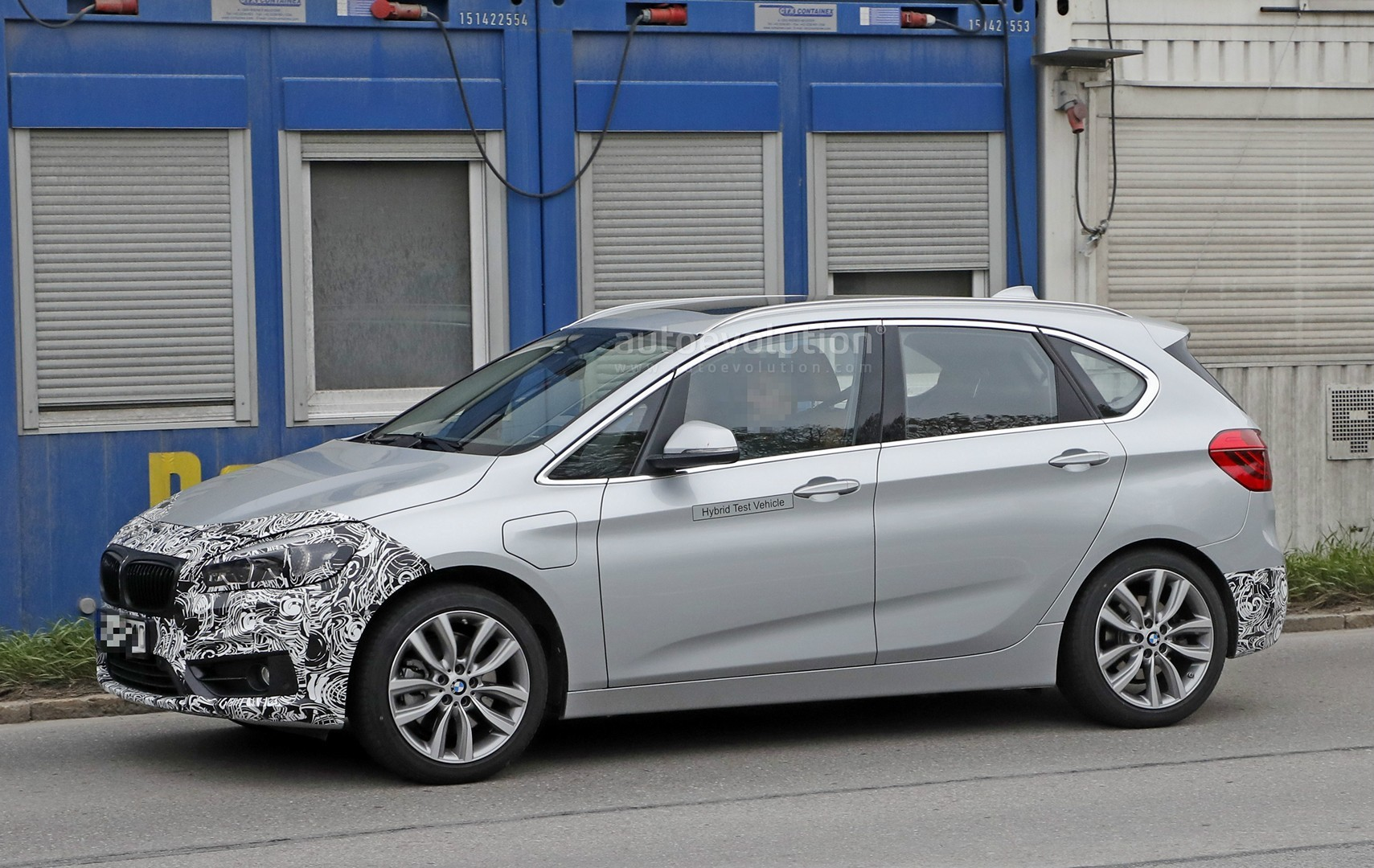 2018 - [BMW] Série 2 Active Tourer restylé  2018-bmw-2-series-active-tourer-spied-with-cool-new-headlights_10
