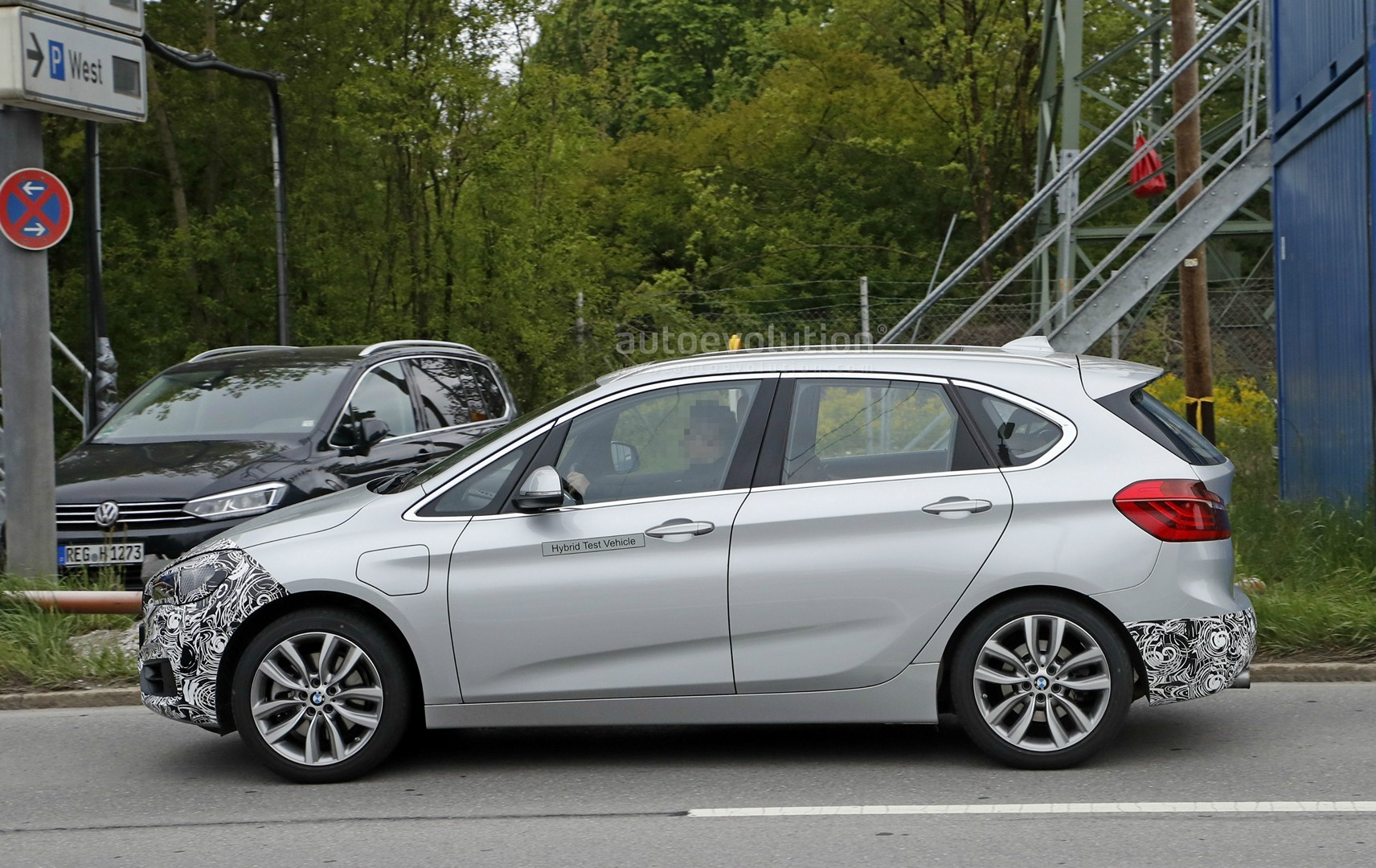 2018 - [BMW] Série 2 Active Tourer restylé  2018-bmw-2-series-active-tourer-spied-with-cool-new-headlights_11