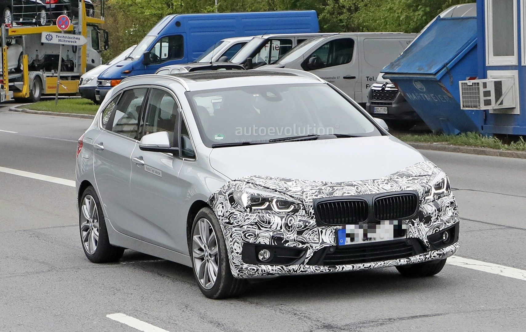 2018 - [BMW] Série 2 Active Tourer restylé  2018-bmw-2-series-active-tourer-spied-with-cool-new-headlights_2