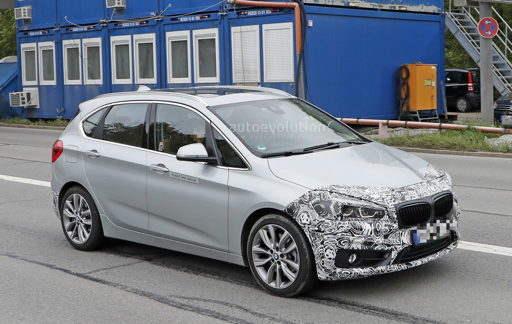 2018 bmw 2 series active tourer spied with cool new headlights autoevolution. Black Bedroom Furniture Sets. Home Design Ideas