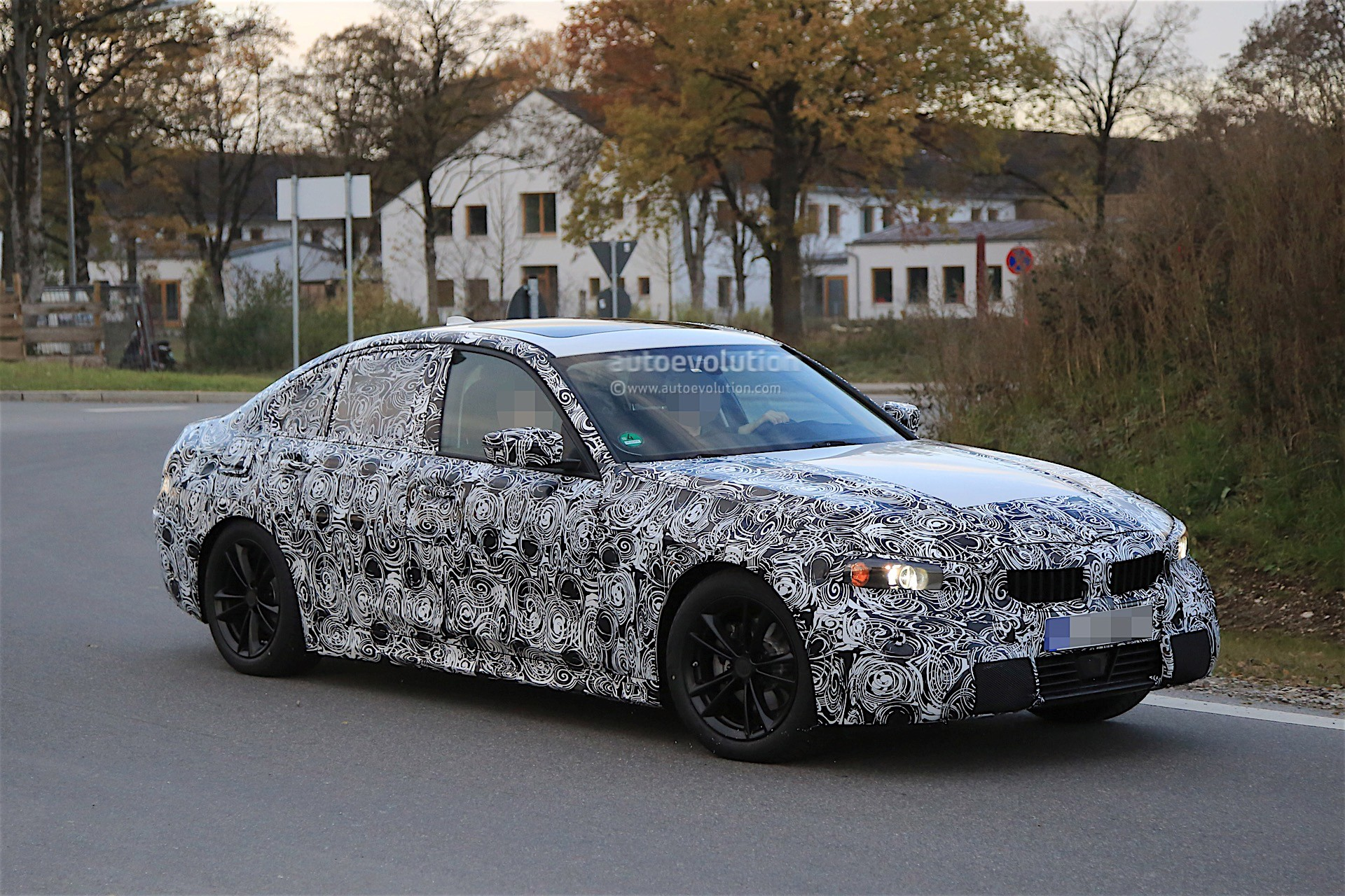 BMW Video Highlights 5th Generation Electric Powertrains