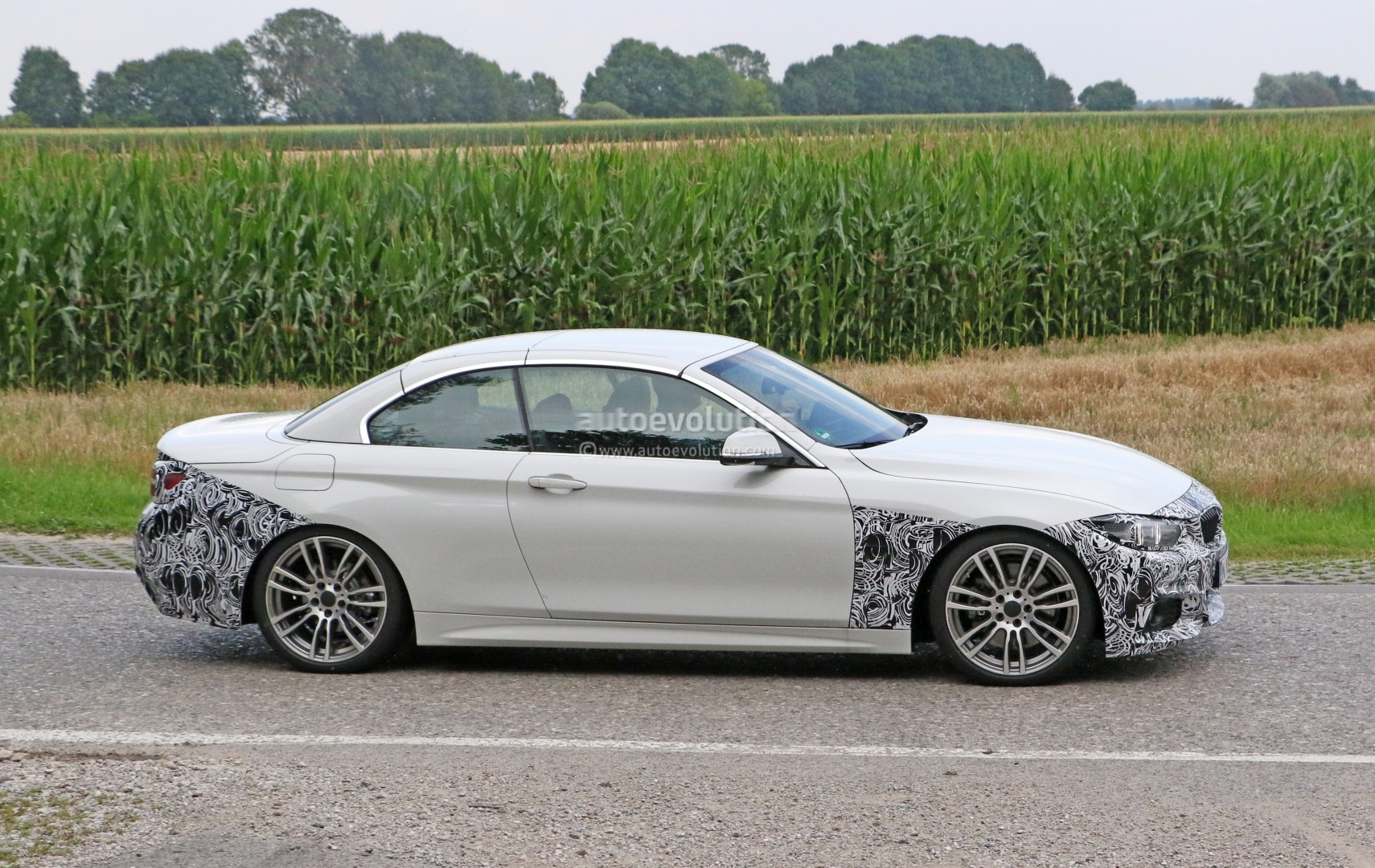 2018 bmw 4 series convertible makes spyshot debut ready. Black Bedroom Furniture Sets. Home Design Ideas
