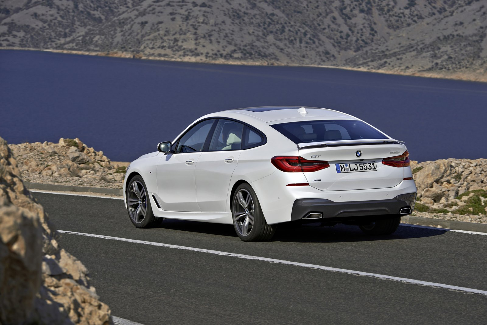 2018 bmw 6 series gran turismo officially debuts 640i gt costs 70 000 autoevolution. Black Bedroom Furniture Sets. Home Design Ideas