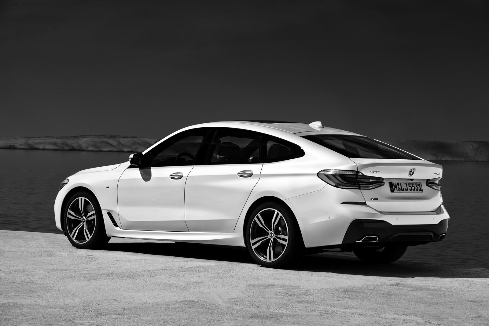 2018 bmw white. beautiful 2018 2018 bmw 6 series gran turismo officially debuts 640i gt costs 70000  for bmw white
