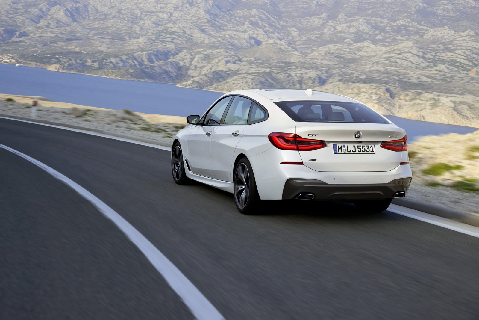 how a much cost pricing s bmw u m does us and