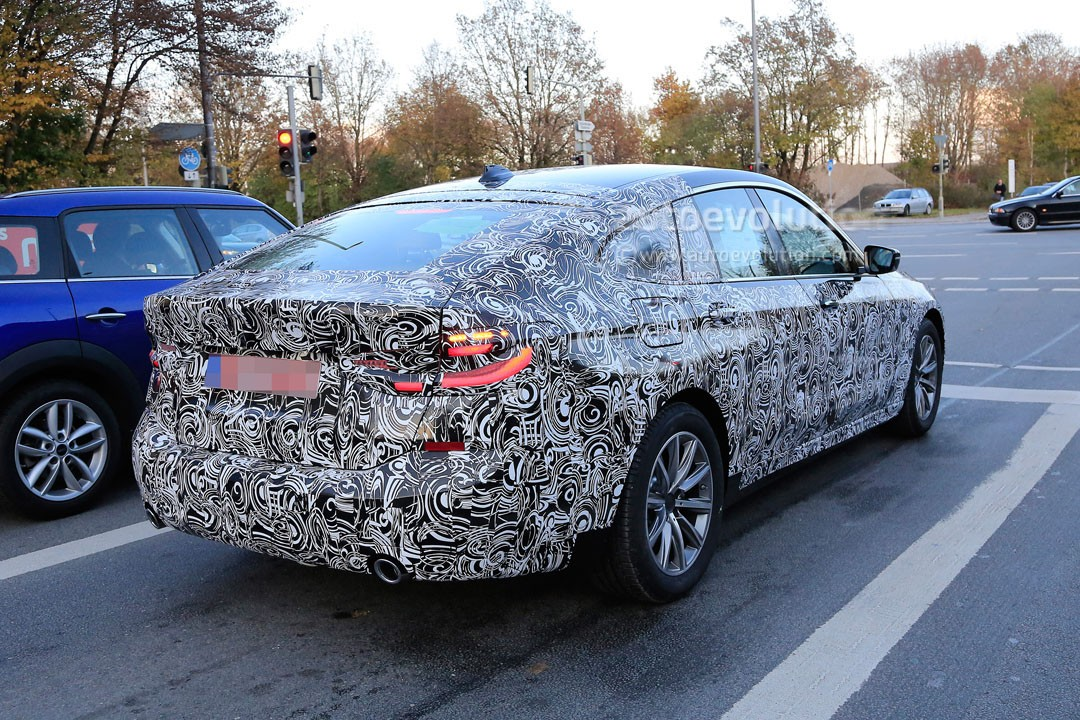 2018-bmw-6​-series-gt​-sheds-cam​o-reveals-​body-shape​-and-light​s_5