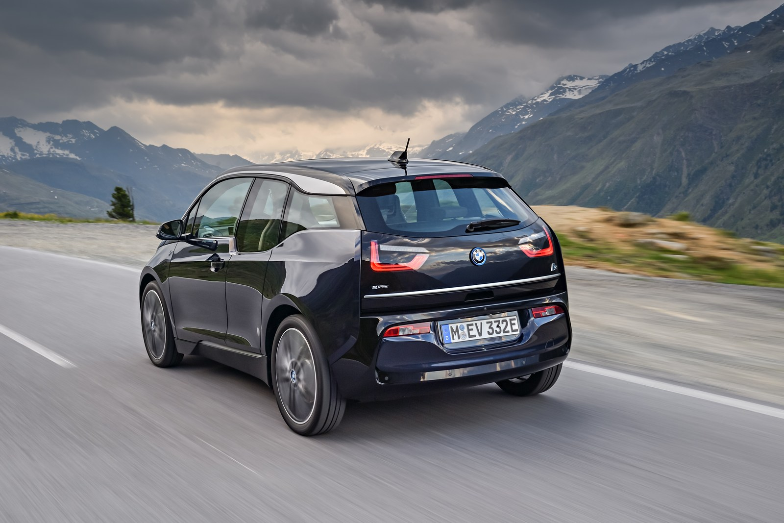 2018 bmw i3s debuts with more power and sportier looks. Black Bedroom Furniture Sets. Home Design Ideas