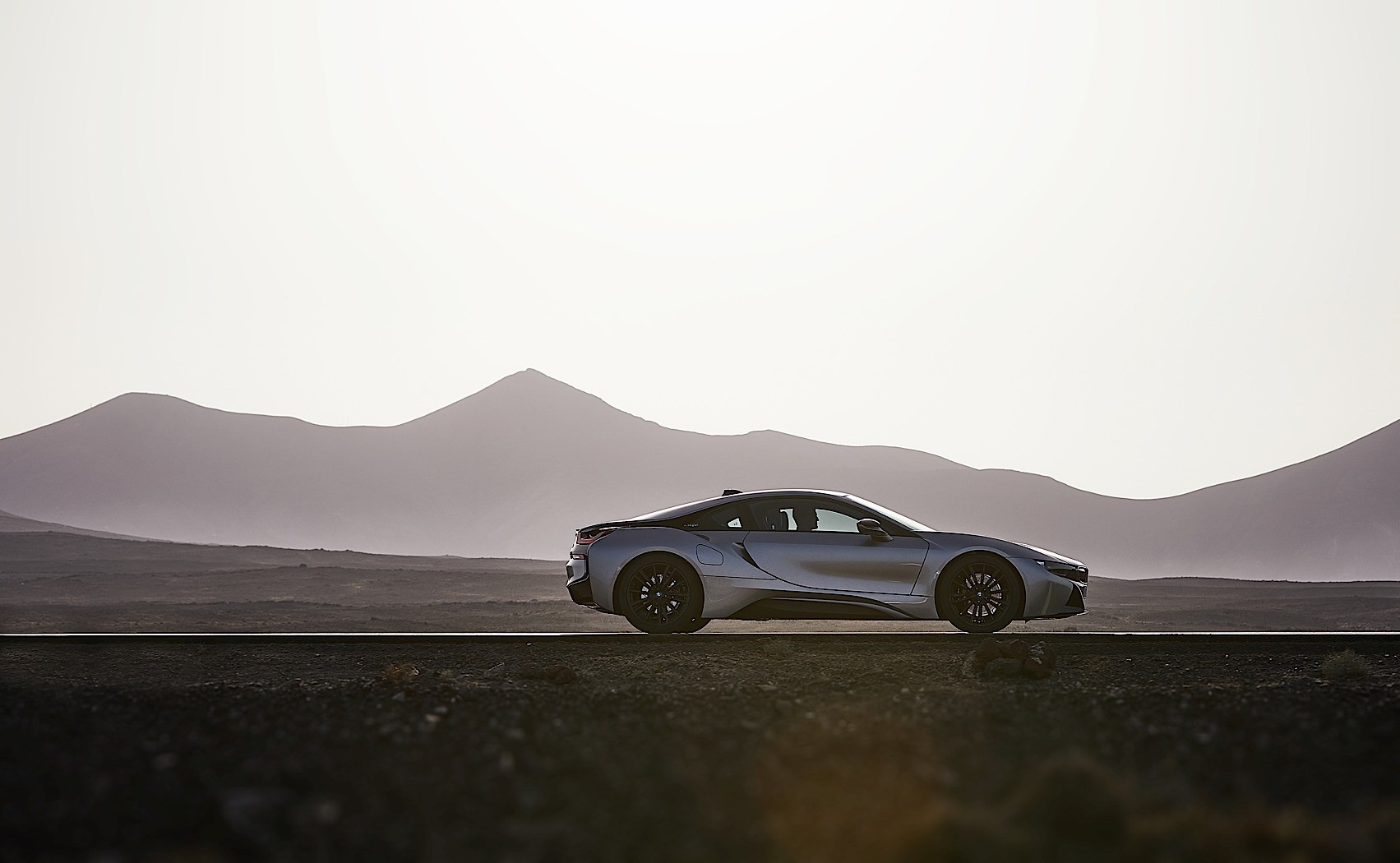 2018 bmw i8 coupe gets a roadster and more electric range autoevolution