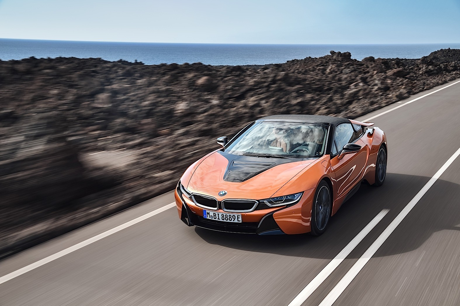 2018 Bmw I8 Coupe Gets A Roadster Brother And More Electric Range