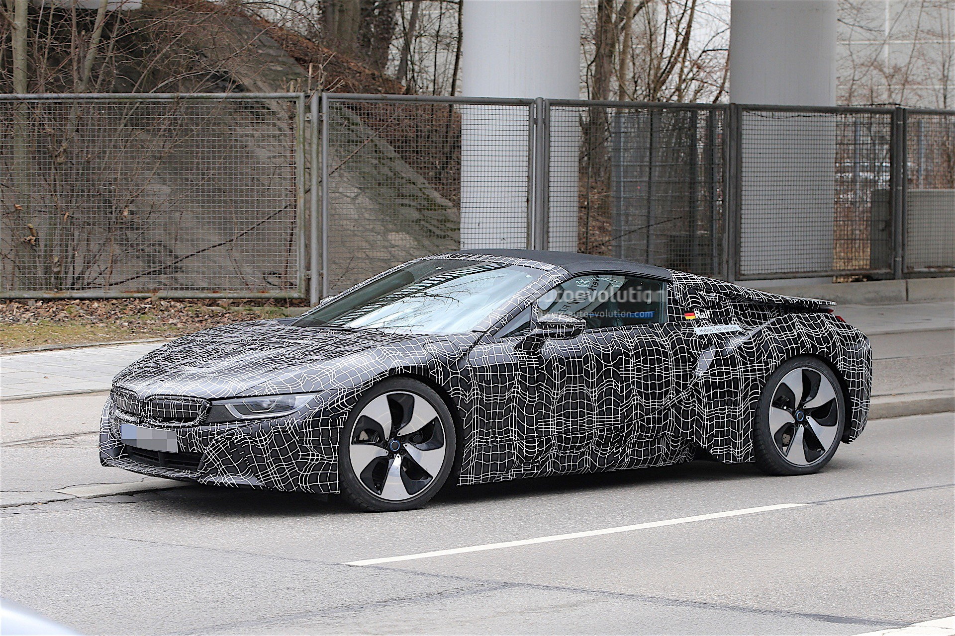 2018 bmw i8 spyder prototype spied everything looks ready. Black Bedroom Furniture Sets. Home Design Ideas