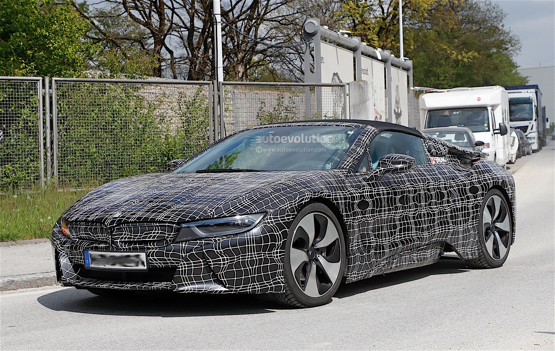 2018 BMW i8 Spyder Prototype Spied, Everything Looks Ready For Production - autoevolution