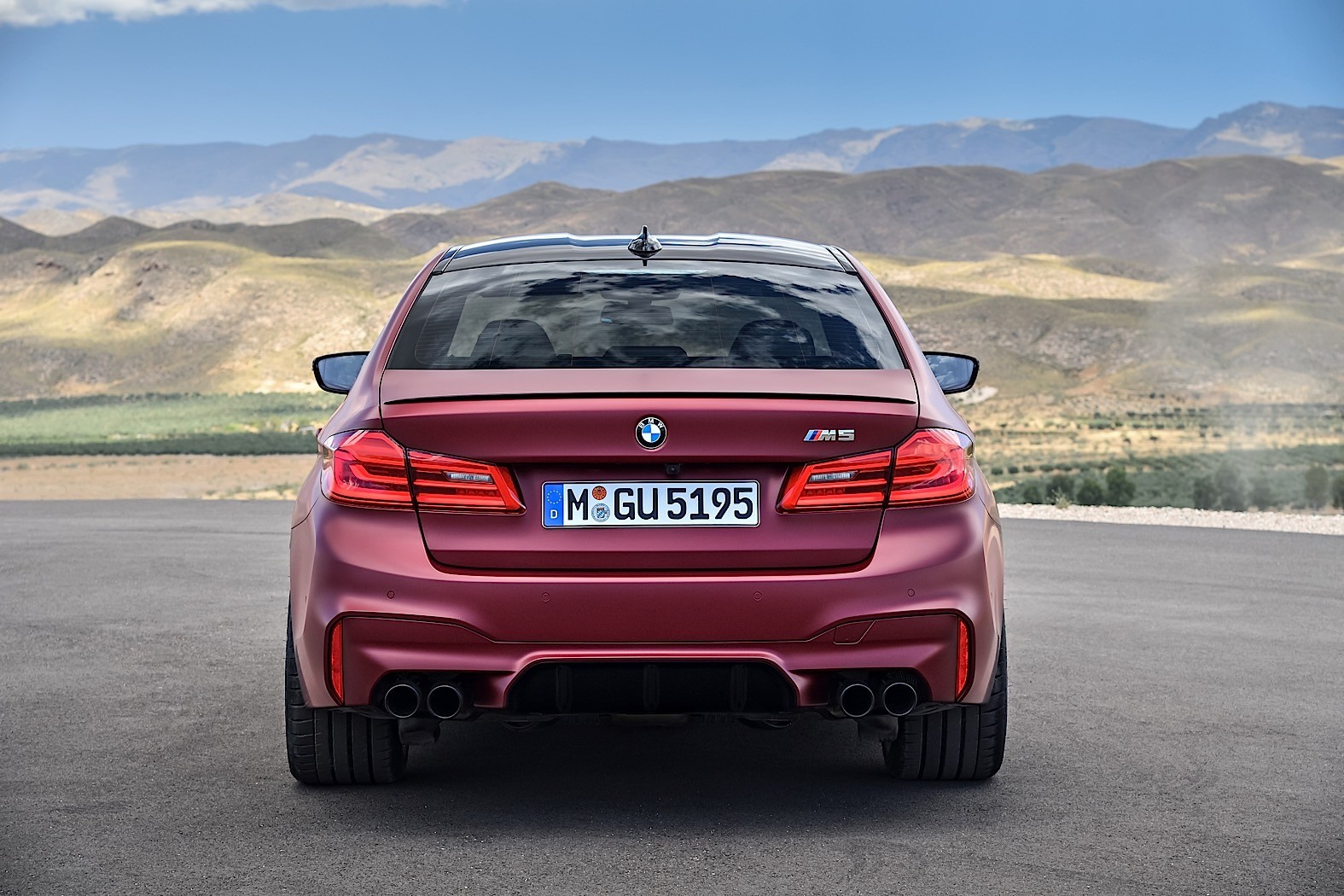 2018 bmw m5 high speed drifting is timo glock 39 s smoke show autoevolution. Black Bedroom Furniture Sets. Home Design Ideas