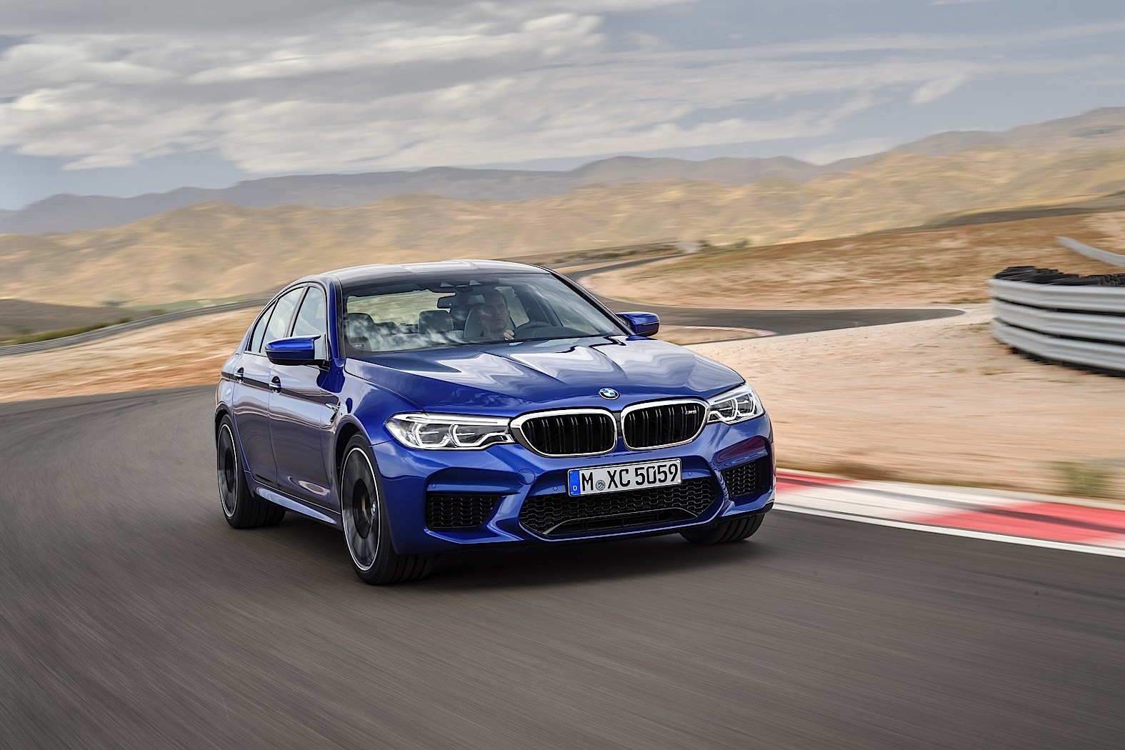 2018 bmw m5 looks tempting as a convertible police interceptor and gt4 racecar autoevolution. Black Bedroom Furniture Sets. Home Design Ideas