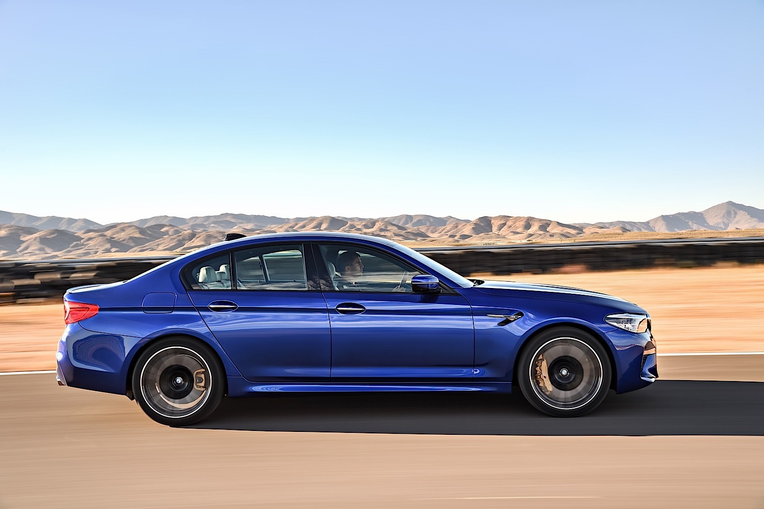 2018 bmw m5 unveiled with 600 ps awd and rwd autoevolution. Black Bedroom Furniture Sets. Home Design Ideas