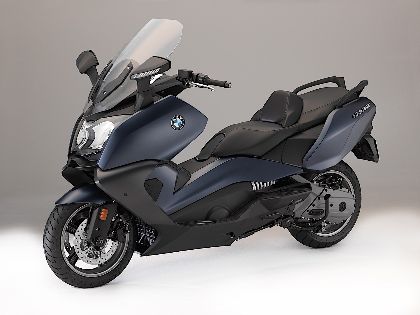 almost all 2018 bmw motorcycles get updates autoevolution. Black Bedroom Furniture Sets. Home Design Ideas