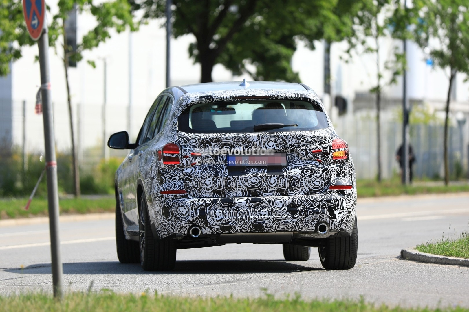 2016 - [BMW] X3 [G01] - Page 6 2018-bmw-x3-prototype-reveals-more-styling-cues-unveiling-imminent_10