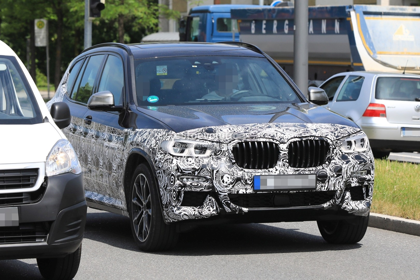 2016 - [BMW] X3 [G01] - Page 6 2018-bmw-x3-prototype-reveals-more-styling-cues-unveiling-imminent_12