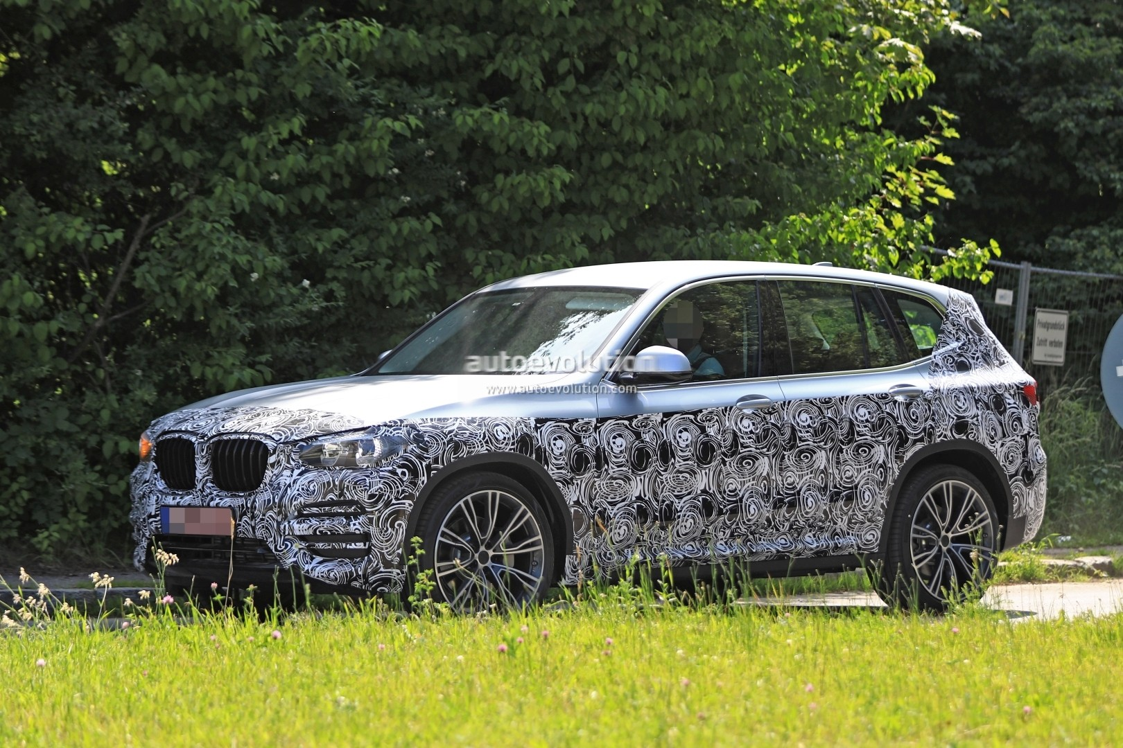 2016 - [BMW] X3 [G01] - Page 6 2018-bmw-x3-prototype-reveals-more-styling-cues-unveiling-imminent_3