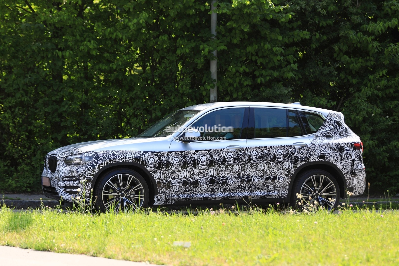 2016 - [BMW] X3 [G01] - Page 6 2018-bmw-x3-prototype-reveals-more-styling-cues-unveiling-imminent_4