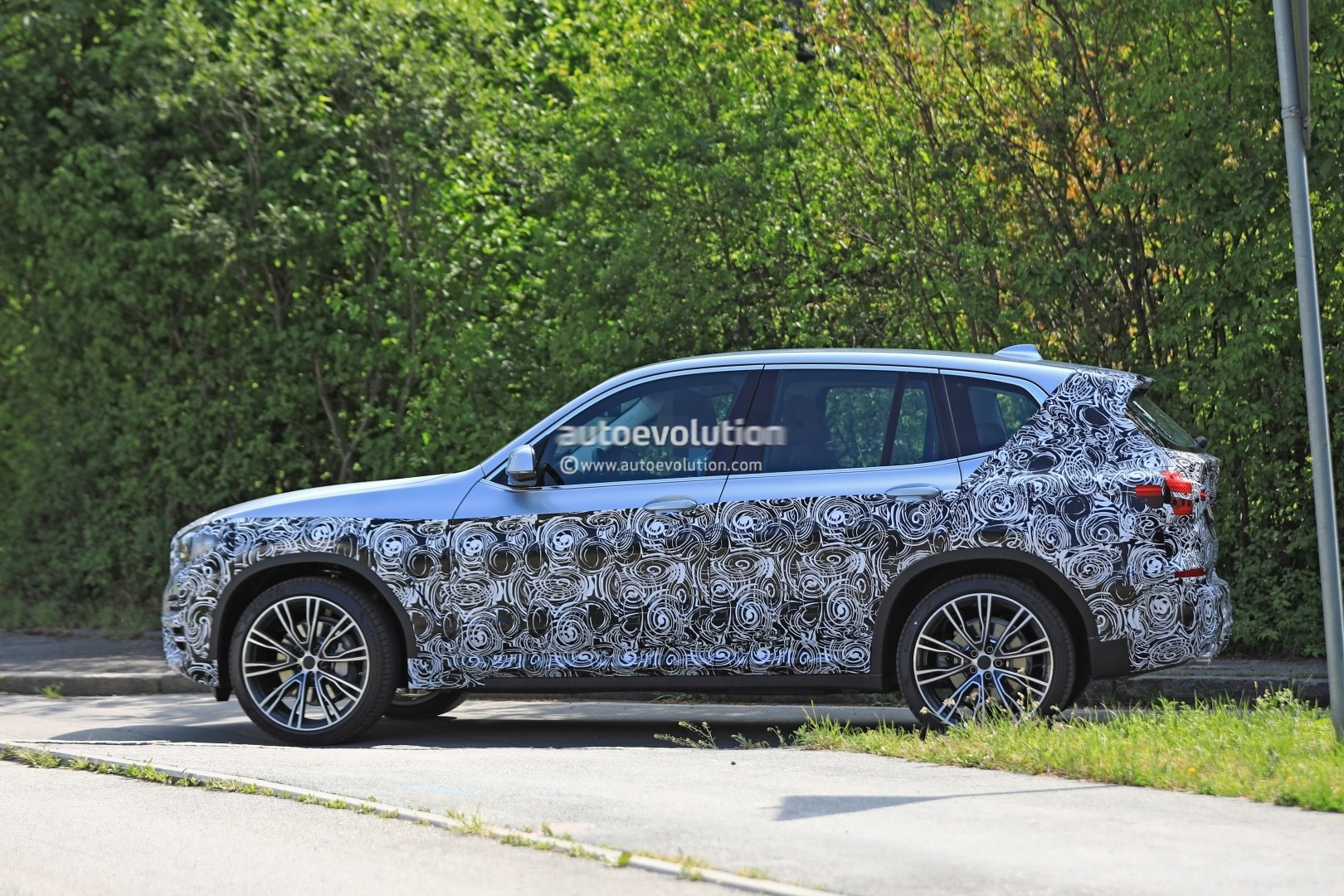 2016 - [BMW] X3 [G01] - Page 6 2018-bmw-x3-prototype-reveals-more-styling-cues-unveiling-imminent_5