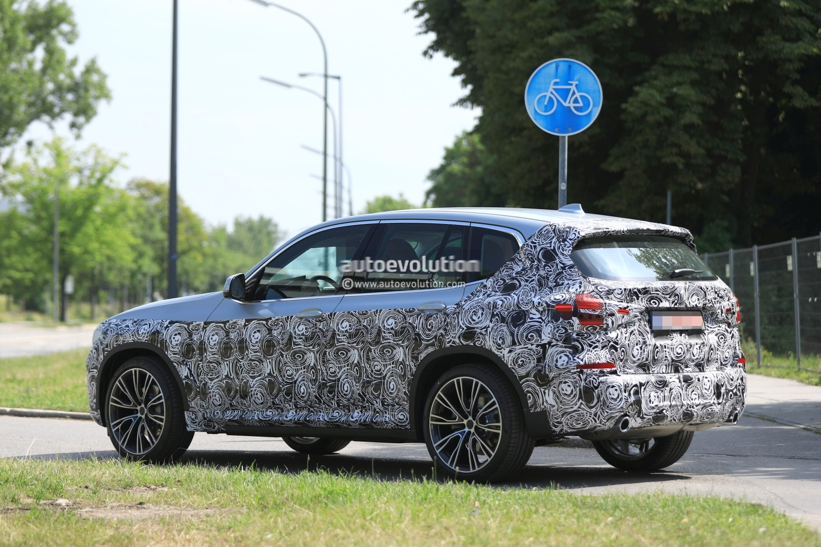2016 - [BMW] X3 [G01] - Page 6 2018-bmw-x3-prototype-reveals-more-styling-cues-unveiling-imminent_7