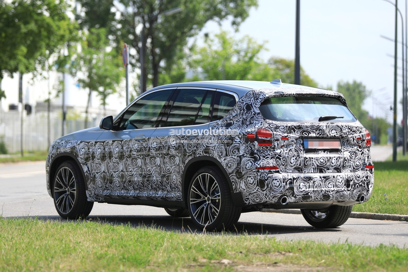 2016 - [BMW] X3 [G01] - Page 6 2018-bmw-x3-prototype-reveals-more-styling-cues-unveiling-imminent_8