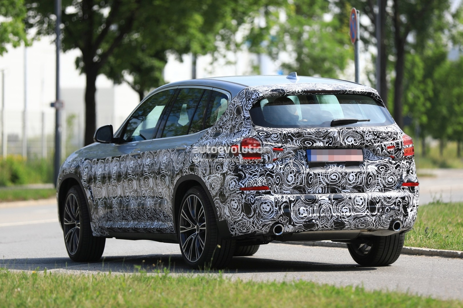 2016 - [BMW] X3 [G01] - Page 6 2018-bmw-x3-prototype-reveals-more-styling-cues-unveiling-imminent_9