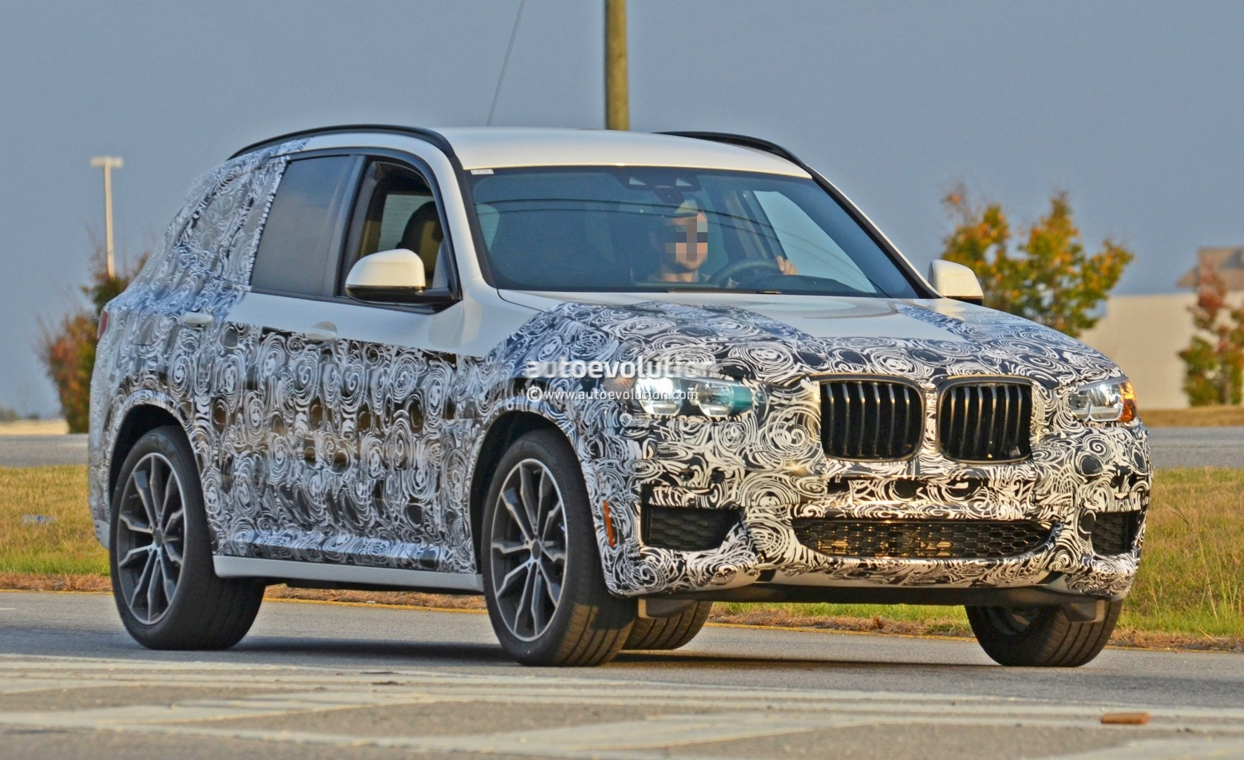 2016 - [BMW] X3 [G01] - Page 5 2018-bmw-x3-spied-at-spartanburg-plant-with-less-camouflage-shows-mature-design_1