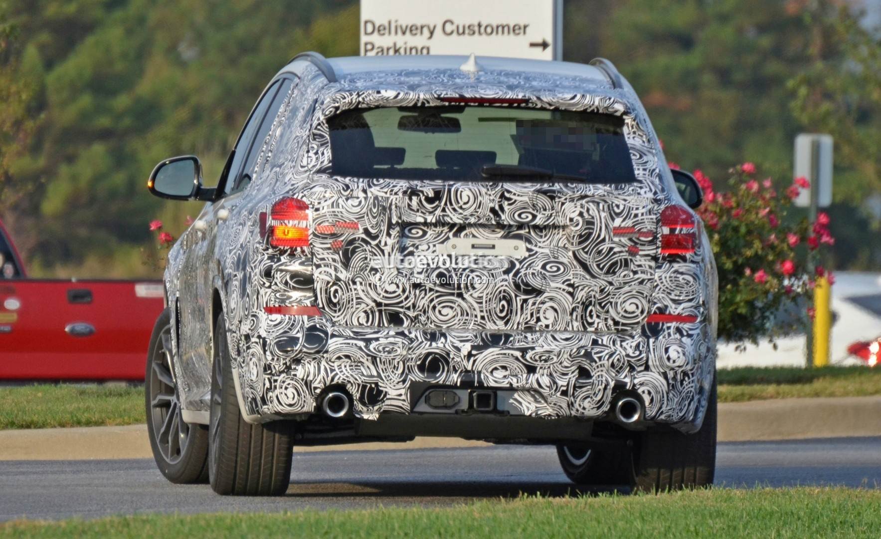 2016 - [BMW] X3 [G01] - Page 5 2018-bmw-x3-spied-at-spartanburg-plant-with-less-camouflage-shows-mature-design_15